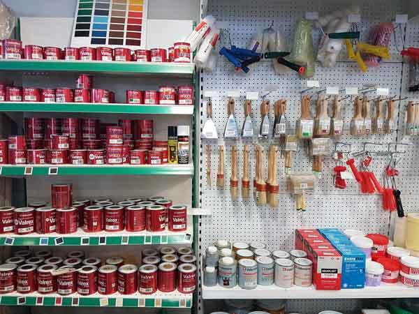Bricolaje, ferretería, estufas de pellet, chimeneas, adhesivos y siliconas.